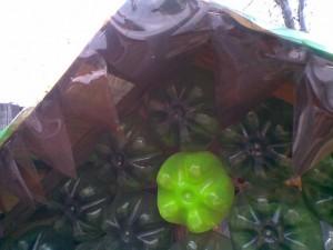 Домик из пластиковых бутылок