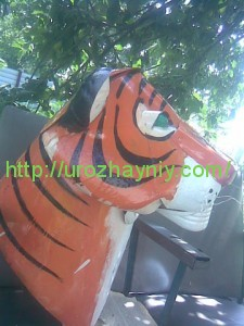 тигр из пластиковых бутылок