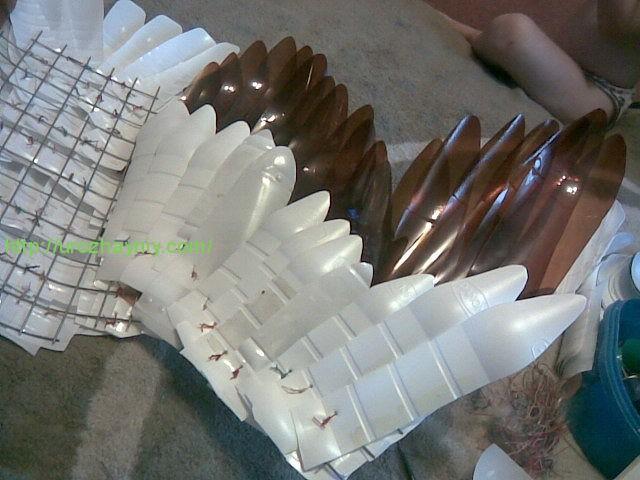 Как сделать лебедя из молочных бутылок