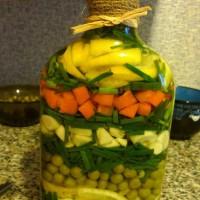 Бутылка с овощами