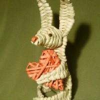Заяц из газетных трубочек