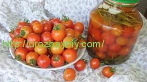 Консервированные томаты Черри