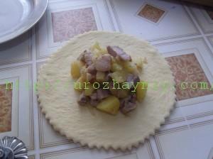 Картошка с мясом в горшочке из теста