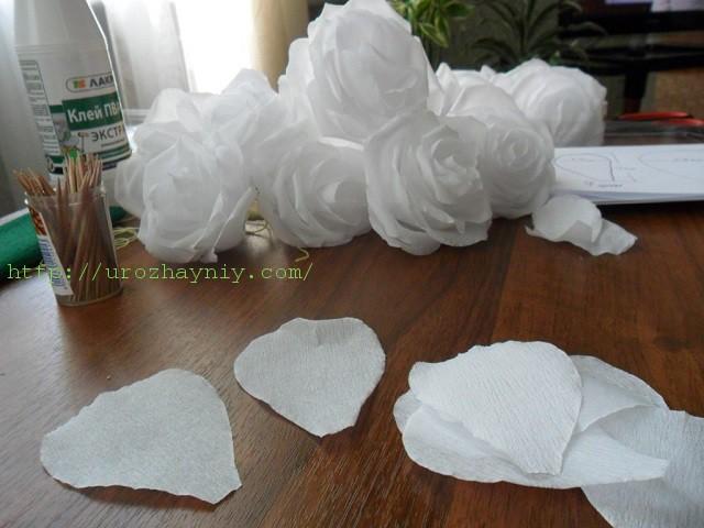 Большие цветы из гофрированной бумаги; пошаговый мастер-класс 63
